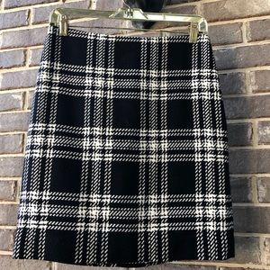 Beautiful black and white plaid skirt. Size 2 P.